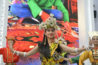 Dancer at Malaysia's pavilion