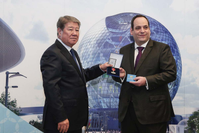 D. Kerkentzes accepts the Order of Friendship from A. Yessimov on behalf of Secretary General Vicente G. Loscertales