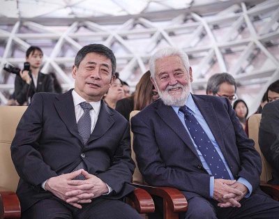 Hong Hao (left) and Vicente G. Loscertales (right), joint Chairmen of the Board of Directors of the World Expo Museum