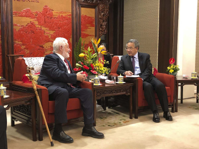 BIE Secretary General Vicente G. Loscertales with the Vice Premier of the People's Republic of China, Hu Chunhua