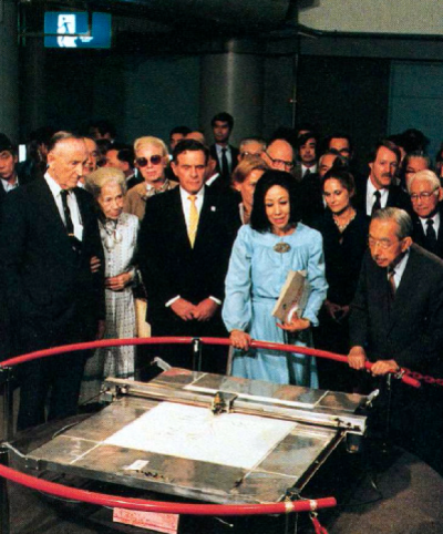 """Aaron"" the sketch-bot was of great interest at the US Pavilion at Tsukuba Expo 85. Here, the Emperor of Japan watches."